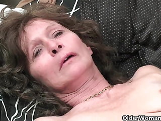 Granny with saggy tits and muted pussy masturbates