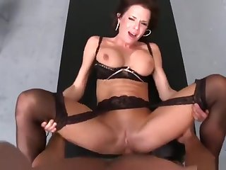 Festival murk UK MILF Veronica Avluv is sucking cock