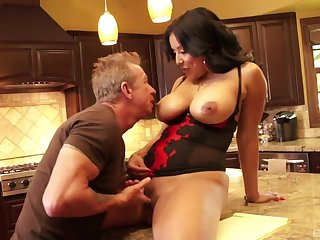 Housewife treats herself with a bit be incumbent on cock