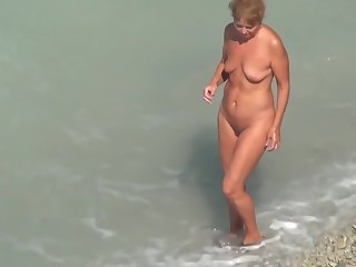 Undress girls at the real nude beaches