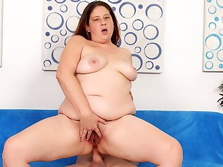 Plumper MILF Kailie Raynes Gets Stuffed in Every Single Hole