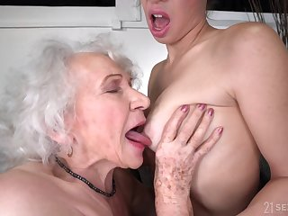 old and young lesbian sex with retired GILF and 18yo brunette - lam on out of gift