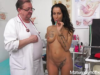 Kinky gyno inquisition and real orgasm of diverting MILF Valentina Sierra