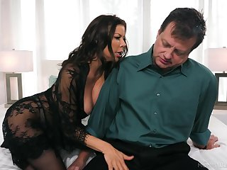 Whore wife Alexis Fawx gives bonzer ever blowjob for stressed out husband