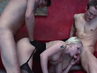 Incredible domicile trinity with a MILF addicted to cock ]