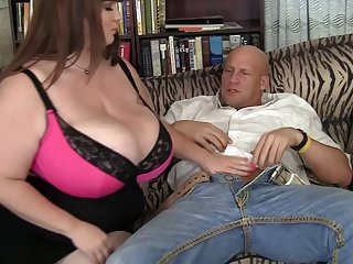 FAt slut Luxxxy Luxe spreads her paws to ride a long manhood