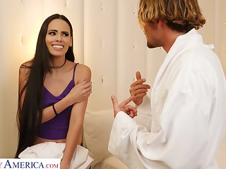 Colombian enchantress seduces a alms-man come into possession of having sex in hardly blue-collar effort