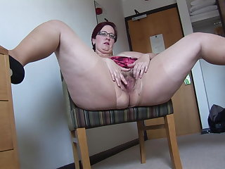 Busy Mature BBW in the matter of mini skirt rips her pantyhose and spreads
