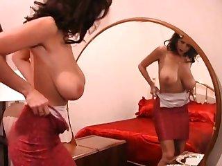 Chunky nipple Brazilian MILF masturbate